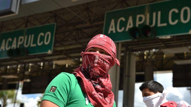 Aparecen tres neveras con cabezas humanas cerca de un edificio de gobierno en México