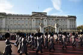 """Un estudiante chino intenta entrar en el Palacio de Buckingham """"para matar a Isabel II"""""""