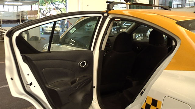 Taxistas amenazan con ir a huelga si sacan la mampara de los coches