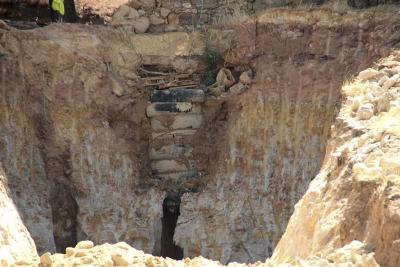 Hallan el cuerpo sin vida de pastor que excavó un pozo en busca de un tesoro