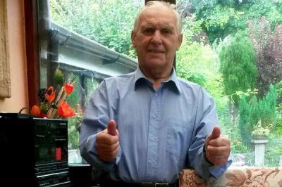 Hombre que padece Alzheimer recupera la memoria al cantar