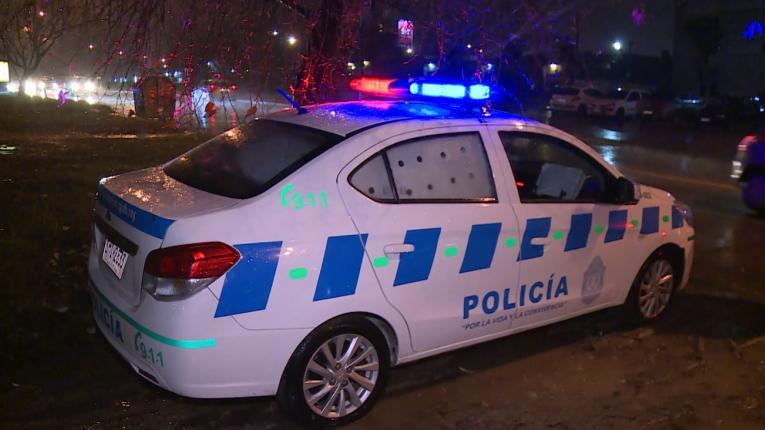Una mujer muerta a tiros y dos heridos en asalto a Pollería en Solymar
