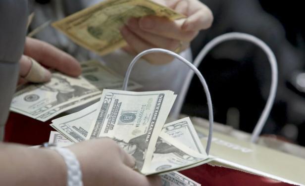 Pare la mano Astori...El BCU volvió a hacer fuertes compras de dólares, pero no detuvo su caída