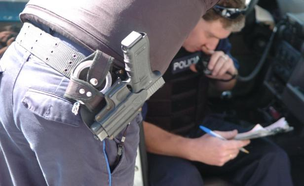 Un policía de la Republicana mató a delincuente que intentó robarle en la parada del ómnibus