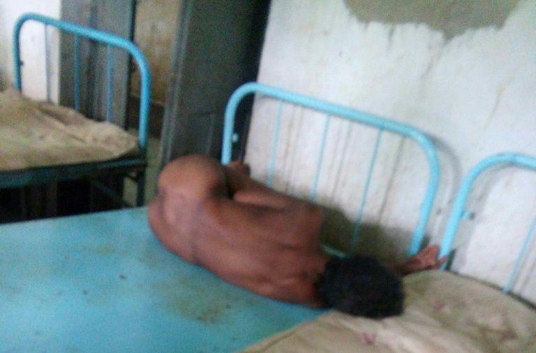 Imágenes chocantes de enfermos mentales en portadas de diarios en India