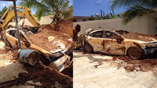 Anciano enterró su auto en el jardín para cobrar dinero del seguro
