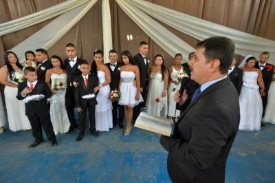 Diecisiete presos se casan en una boda colectiva en una cárcel de Colombia