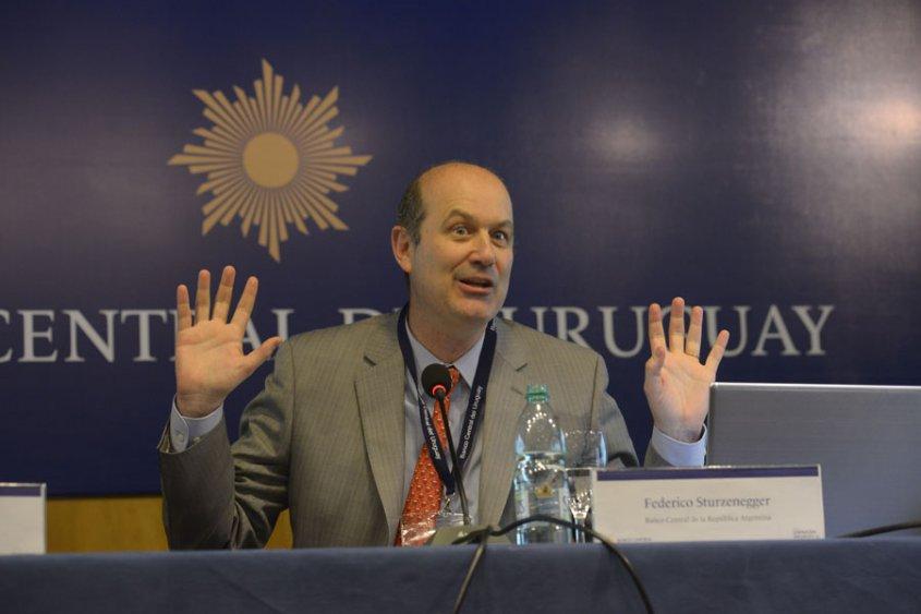 """""""Cuídense en Uruguay, volvimos a la carga"""", dijo el presidente del Banco Central de Argentina"""