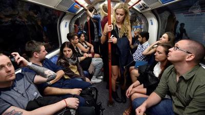 Londres estrena servicio nocturno del metro para 'fiesteros'
