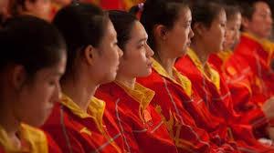 Hong Kong recibe a los atletas olímpicos chinos entre la euforia y la tensión