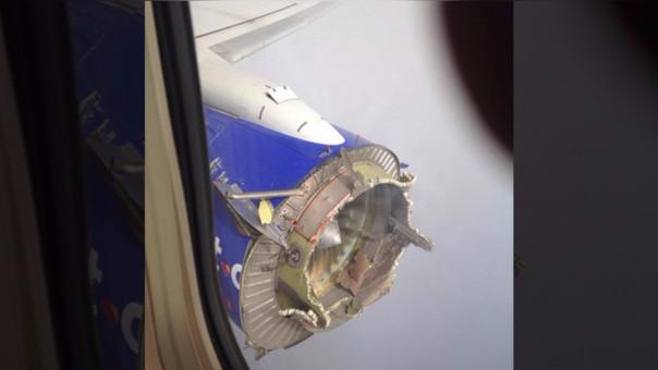 Viaje de terror: Boeing pierde parte del motor tras explosión en pleno vuelo
