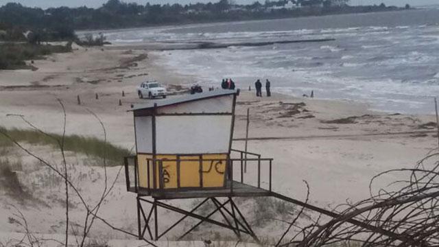 Hallan cadáver de un hombre maniatado y encapuchado en playa de La Floresta