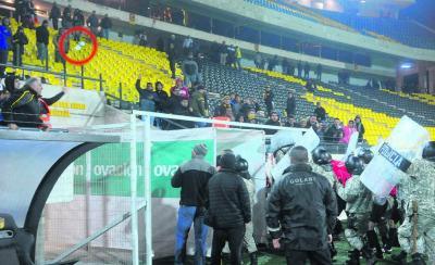 Árbitro Fedorczuk denunció a hinchas de Peñarol por lanzar botellas