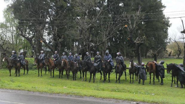 14 policías heridos en Buenos Aires durante ocupación de terrenos
