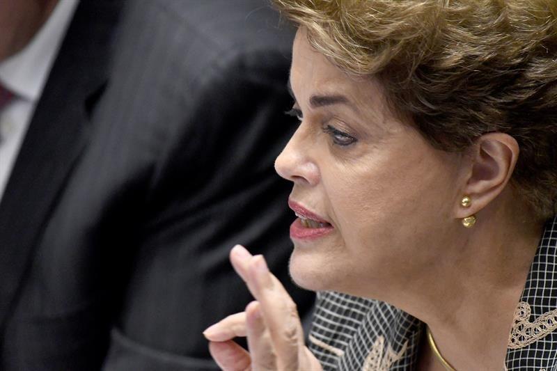 Una Rousseff serena y combativa se enfrenta al Senado en su último embate