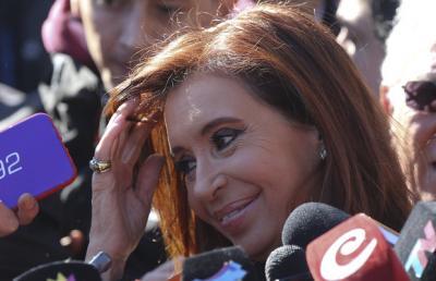 Cristina Fernández respalda a Rousseff y denuncia plan contra gobiernos populares