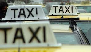"""Trabajadores del taxi realizan paro desde las 17 horas; """"contra Uber y las multinacionales"""""""