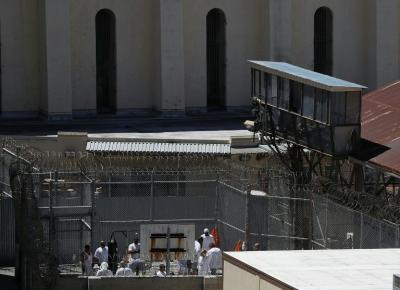 Barack Obama indulta a 111 presos y bate récord en EEUU