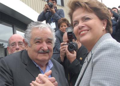 Mujica, orador principal, este miércoles en acto en repudio a salida de Rousseff