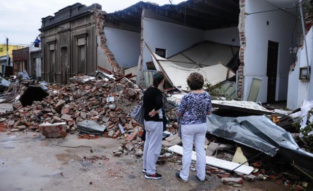 El gobierno no cobrará impuestos a víctimas del tornado en Dolores