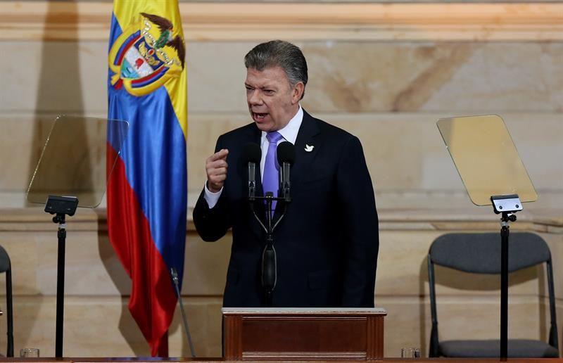 """Santos lamenta lo """"sufrido"""" por Rousseff y la califica de amiga de Colombia"""