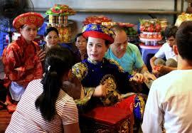 Chamanes de Vietnam invocan a los espíritus para curar todo tipo de males