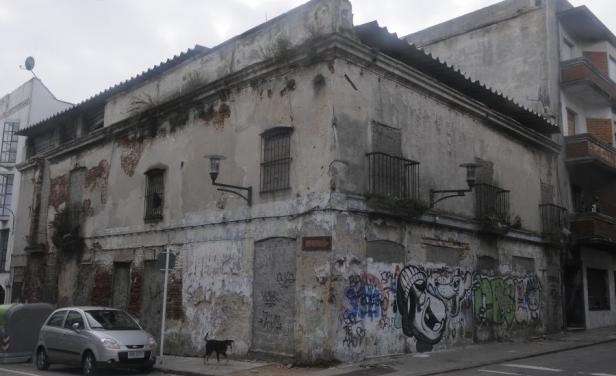 Partido Comunista quiere multar a los dueños de casas abandonadas en Uruguay