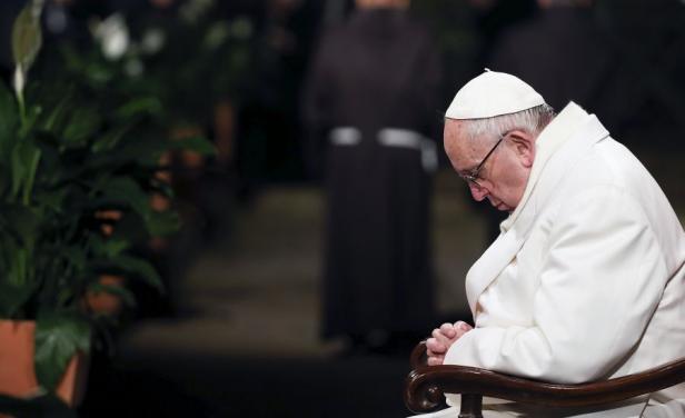 Papa pone en duda viaje a Brasil tras caída de Dilma