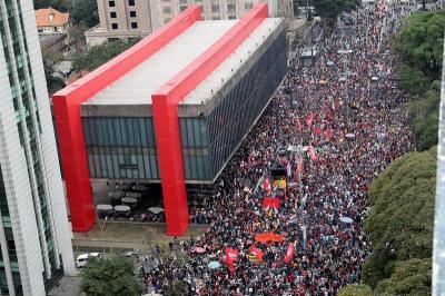 Por séptimo día consecutivo marea de brasileños se moviliza contra Temer
