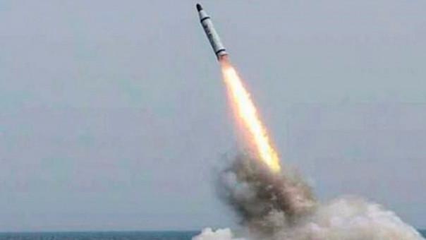 Corea del Norte lanzó tres misiles al Mar de Japón