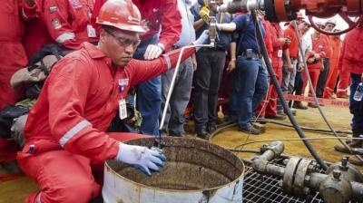 Por qué está cayendo la producción de petróleo en Venezuela y cómo puede afectar al mercado mundial